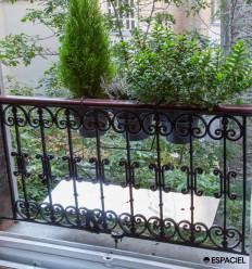Balcony reflector