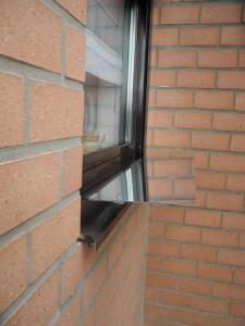 fixation extérieure d'un réflecteur de fenêtre