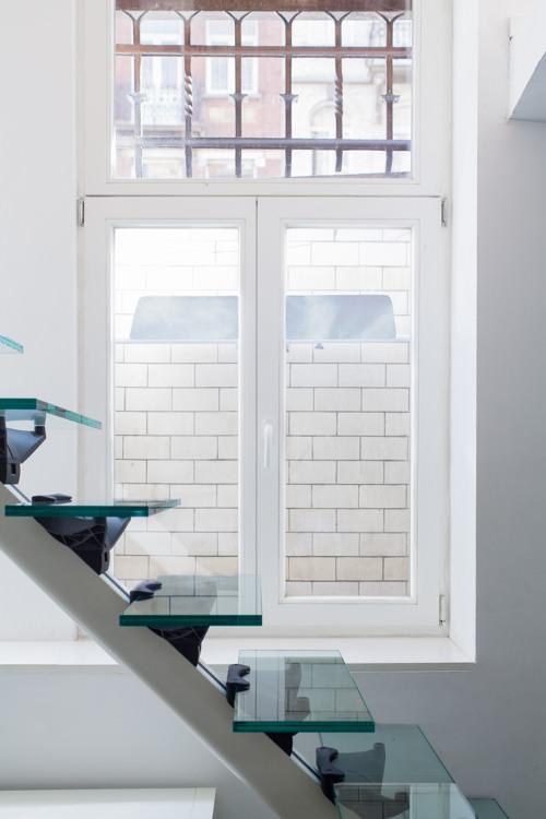 interieur-manque-de-luminosite-appartement-sombre-apport-lumiere-avec-le-reflecteur-espaciel-lumiere-naturelle