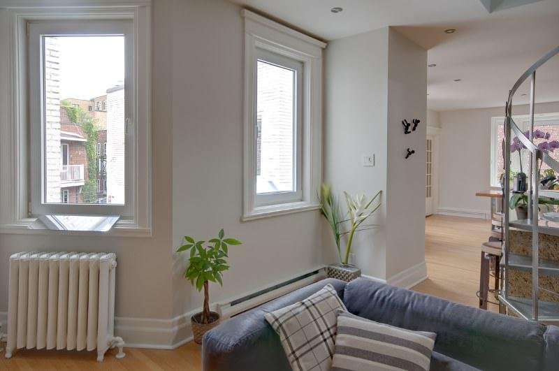 sejour-canada-design-appartement-lumineux-avec-le-reflecteur-espaciel-capter-la-lumiere-pour-la-rediriger-dans-la-piece