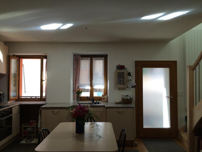 maison campagne sombre réflecteur de lumière espaciel suisse