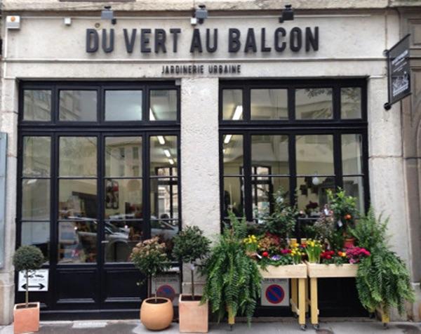 presentation-de-la-devanture-de-la-jardinerie-du-vert-au-balcon