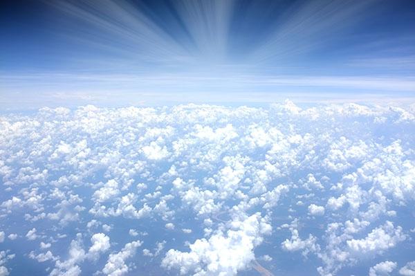 photo-qui-montre-le-ciel-et-les-nuages-vu-d-en-haut