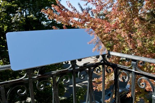 reflecteur-balcon-installe-sur-une-balustrade