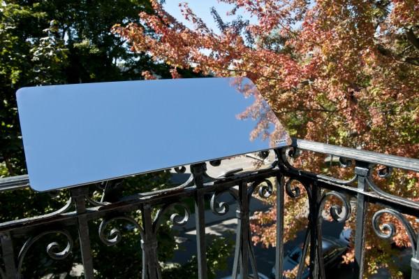 reflecteur-balcon-espaciel-installe-sur-une-balustrade