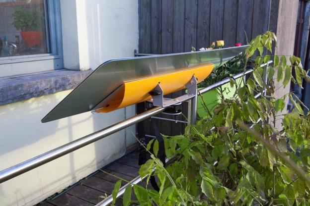 reflecteur-balcon-espaciel-fixé-sur-une-balustrade