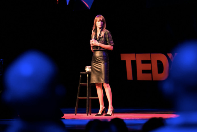 bea-johnson-lors-d-une-conference-tedx