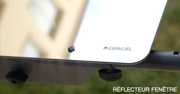 le Réflecteur Fenêtre est positionné à l'extérieur au rez-de-jardin pour permettre de capter la lumière du ciel et la rediriger dans son bureau