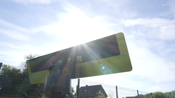 le réflecteur jardin motorisé à l'extérieur pour permettre d'éclairer naturellement la pièce et faire entrer les rayons du soleil