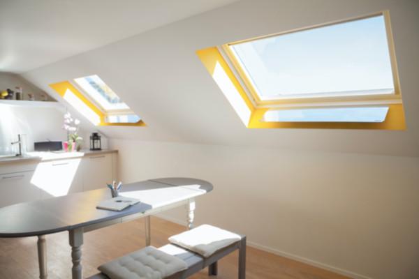 fenêtre de toit apport solaires gain de luminosité agréable naturelle pour faire entrer la lumiere