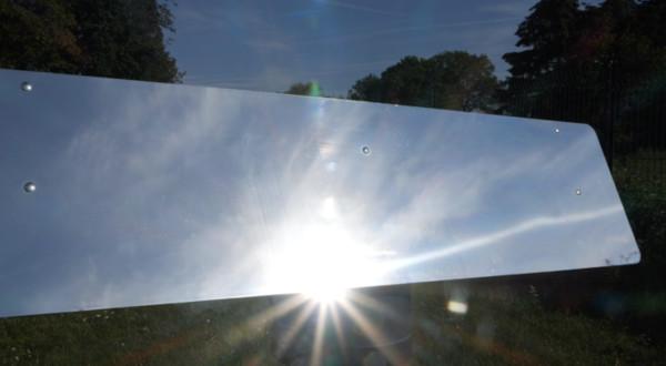 le réflecteur jardin motorisé permet de faire entrer les rayons du soleil dans son intérieur pour maximiser les apports solaires dans sa pièce et la présence du soleil